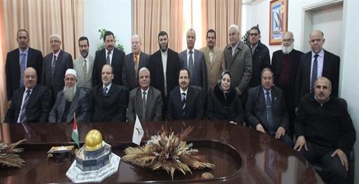 رئيس الجامعة وبرفقتة أعضاء مجلس الجامعة