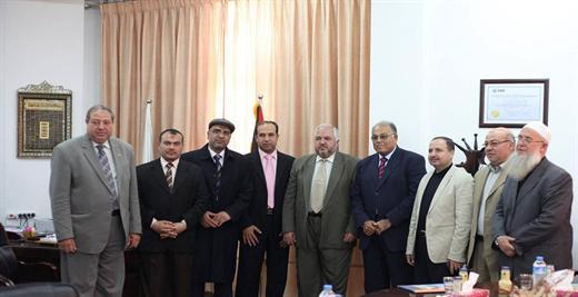 أ.د. علي أبو زهري يستقبل وفداً من جامعة الامة