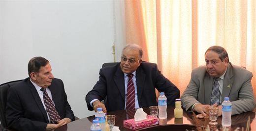 أ.د. علي أبو زهري يستقبل وفداً من جامعة غزة
