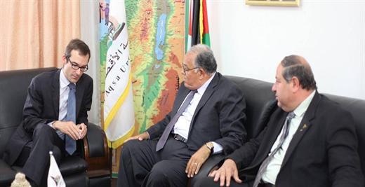 رئيس الجامعة أ.د. علي أبو زهري يستقبل  ممثل القنصل العام  بالقدس