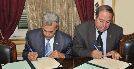 الجامعة توقع اتفاقية تعاون مشترك مع جامعة القاهرة